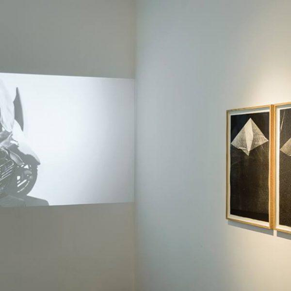 Exposição 'com a pele fina', 2016. Galeria MdM, Paris.