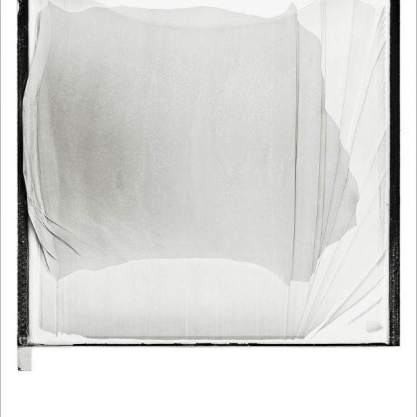Sem Título (Série Polaroid), 2009. Impressão a jato de tinta sobre papel algodão. 145 × 110 cm.