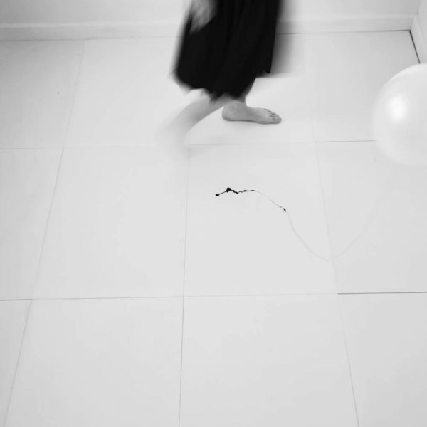 (Detalhe)- Série Diálogo (Balão e corpo), 2007. Ampliação fotográfica em papel de fibra. 37,5 × 24,5 cm cada. Políptico.